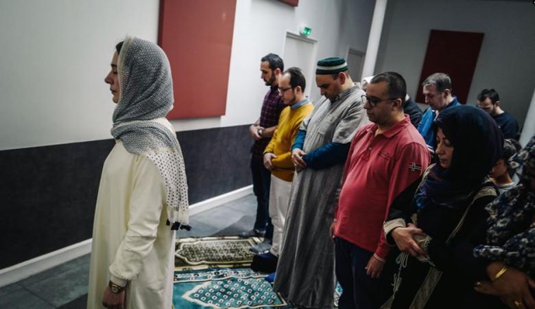 امرأة فرنسية تخطب الجمعة بمسجد في باريس