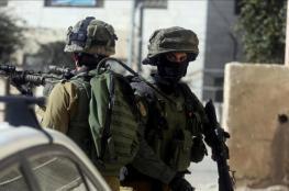 الخليل: الاحتلال يقتحم منزل شهيد ويستولي على مركبة ذويه في سعير
