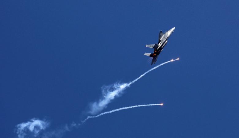 طيران الاحتلال يلقي بمنشورات تحذيرية لاهالي غزة ...هذا ما ورد فيها