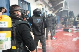 """قوات القمع الاسرائيلية تقتحم قسم """"20"""" في عوفر"""