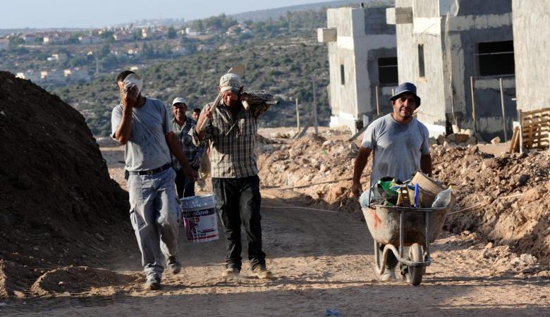 هذا معدل الاجر اليومي للعمالة الفلسطينية محلياً وفي اسرائيل
