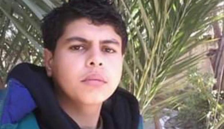 """تفاصيل مثيرة خلال دفن جثمان الطفل """"كراجة"""" الذي أحرق نفسه بغزة"""