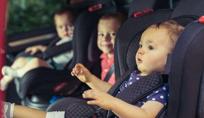 سيدة تركت طفليها يموتان جوعا وحرا ً داخل مركبة مغلقة