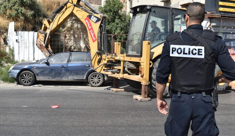 اتلاف 60 مركبة غير قانونية والقبض على 11 مطلوبا في العيزرية وابو ديس