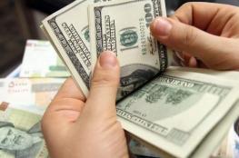 الدولار يحافظ على انخفاضه