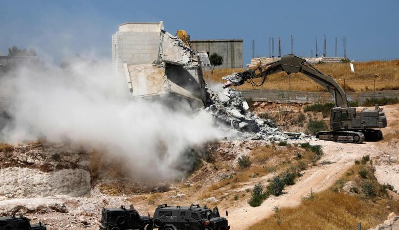 جرافات الاحتلال تهدم 4 منازل في القدس