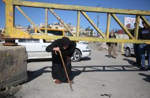 الاحتلال يشدد اغلاق مدخل مخيم الفوار جنوب الخليل