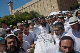 آلاف المستوطنين يؤدون صلوات تلمودية داخل الحرم الابراهيمي