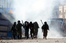 حالات اختناق خلال مواجهات مع الاحتلال وسط الخليل