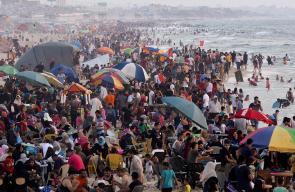 عائلات فلسطينية تستجم على شواطئ غزة