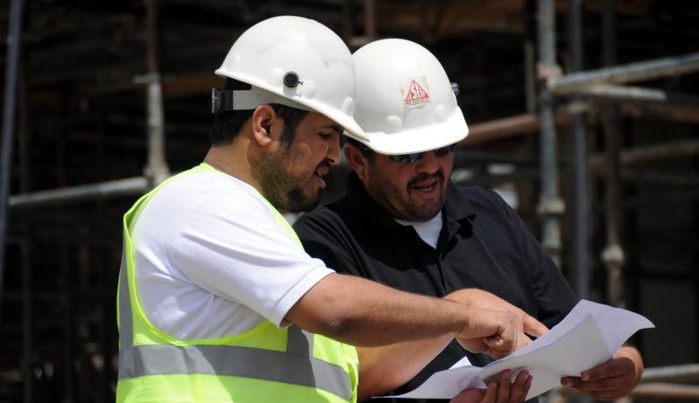 عامل بالسعودية يحصل على نحو 46 ألف ريال بعد مشكلة مع شركة مقاولات