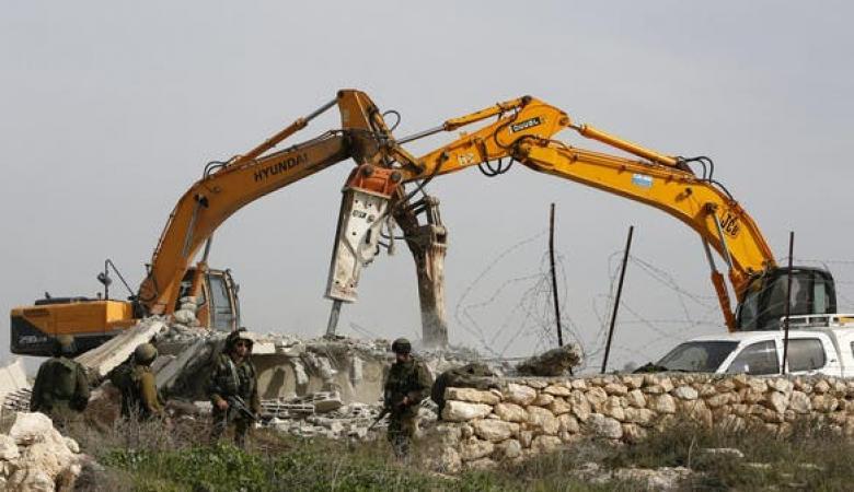 جرافات الاحتلال يهدم 3 منازل غرب اريحا
