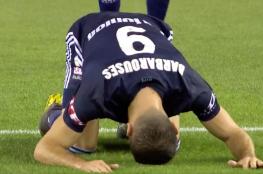 لاعب نيوزيلندي يسجد بعد تسجيله هدفاً تضامناً مع ضحايا هجوم المسجدين