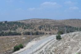 جنين: الاحتلال يشرع بإقامة سياج شائك حول أراضٍ في بلدة يعبد