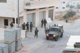 الاحتلال يعتقل 12 مواطنا بينهم زوجة أسير من الضفة