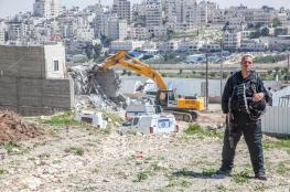 القدس: الاحتلال يسلم إخطارات هدم لـ3 منازل ووقف البناء لآخر في حزما