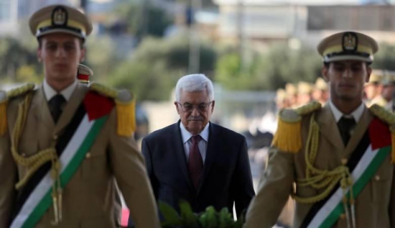 الرئيس يضع اكليلا من الزهور على ضريح الشهيد ياسر عرفات