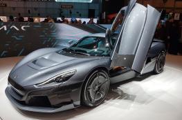 """الكشف عن سيارة كهربائية خارقة بسعر يتجاوز 2 مليون دولار """"فيديو """""""