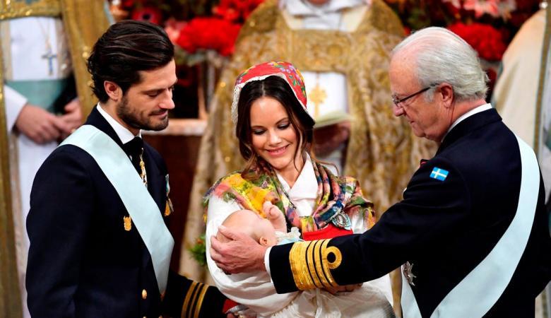ملك السويد يجرّد أحفاده من الألقاب الملكية