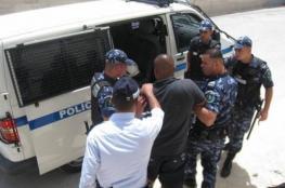 الشرطة تقبض على متهمين بترويج عملة مزيفة في الخليل