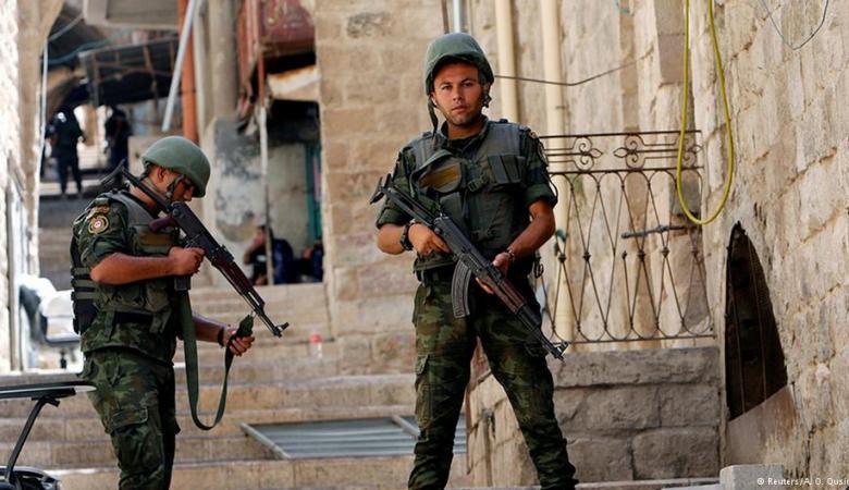 """القبض على مطلوب وضبط قطعتي سلاح من نوع """" M16 """"في نابلس"""