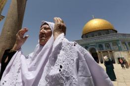 آلاف المواطنين ادو صلاة الجمعة اليوم في رحاب المسجد الأقصى