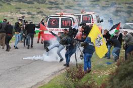 اصابة 8 مواطنين في قمع الاحتلال للمواطنين على حاجز الحمراء