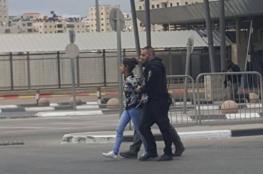 اعتقال فتاة فلسطينية على معبر قلنديا بزعم محاولتها تنفيذ عملية  طعن
