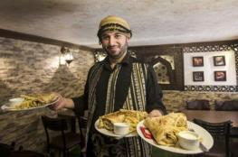 دمر مطعمه في حلب فأنشأ مطعماً مماثلا له في غزة ...قصص لاجئين سوريين في القطاع