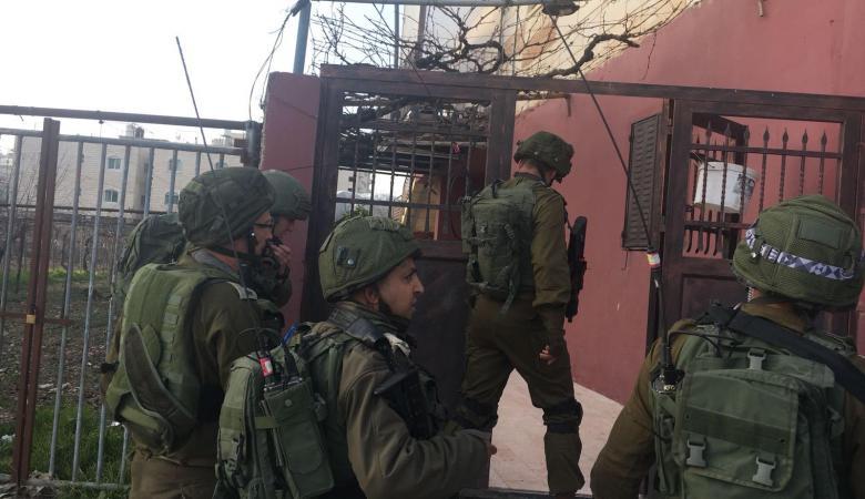 اسرائيل تعلن ضبط اسلحة بقيمة 850 الف شيقل جنوب الخليل