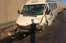 15 اصابة في حادث تصادم بين باص ومركبة  شمال البيرة