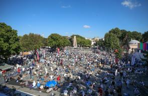 آلاف المسلمين في إسطنبول يتوافدون إلى محيط آيا صوفيا قبل ساعات من افتتاحه أمام المصلين