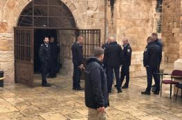 حراس الاقصى يمنعون جنود الاحتلال من اقتحام مصلى الرحمة ( شاهد )