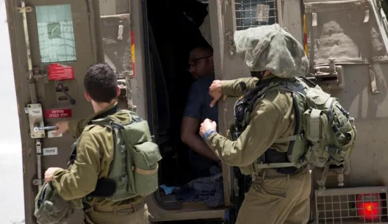 الاحتلال يعتقل 4 مواطنين من رام الله