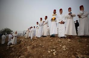نابلس - سامريون يحجون الى جبل جرزيم في ساعات الصباح الباكر في عيد الحصاد