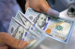 الدولار يواصل الصعود ويصل لأعلى مستوى له منذ شهر
