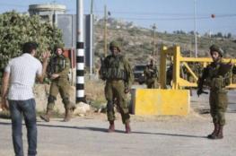 اغلاق الاحتلال مدخل قرية دير أبو مشعل الرئيسي