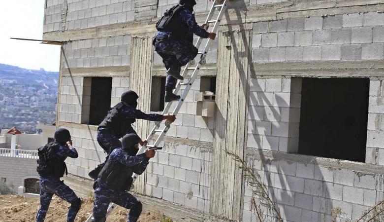 القبض على عصابة اشرار قامت بتنفيذ 40 عملية سرقة خلال الاجواء العاصفة بالضفة الغربية
