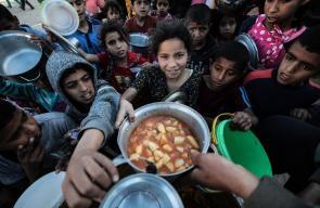 مسن من رفح جنوب قطاع غزة منذ سنوات يقوم بطهي الطعام في رمضان لاطعام اهالي الحي خلال شهر رمضان