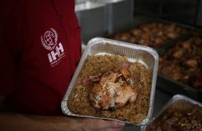 تركيا تقدم افطارات لفقراء غزة