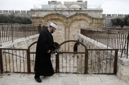 شرطة الاحتلال تستولي على أثاث من داخل مصلى باب الرحمة