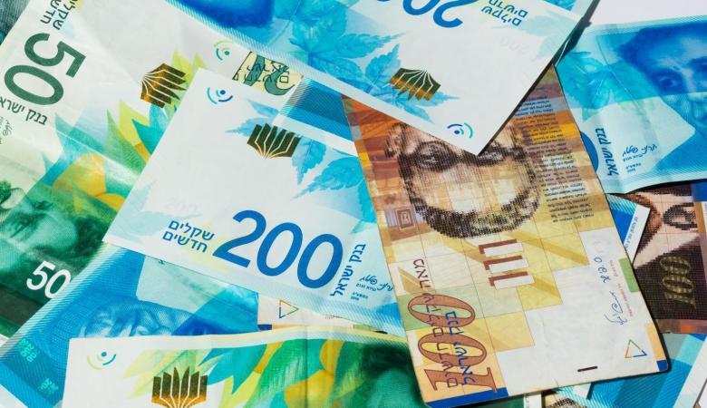 أسعار صرف العملات: الدولار يرتفع من جديد