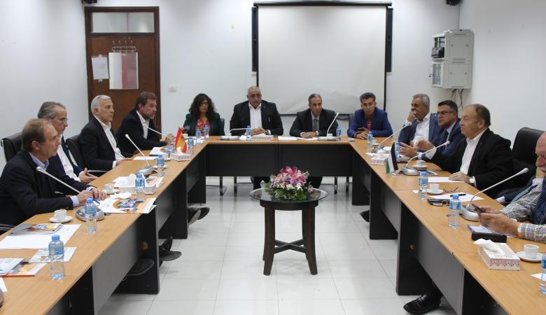 وزير الاقتصاد يدعو رجال الأعمال الإسبان الى الاستثمار في فلسطين