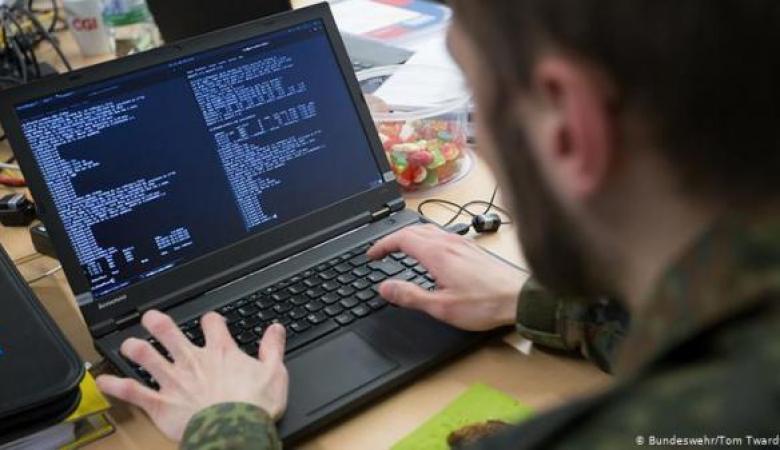 بائع ساندويشات يخترق شبكات اتصال جيش الاحتلال