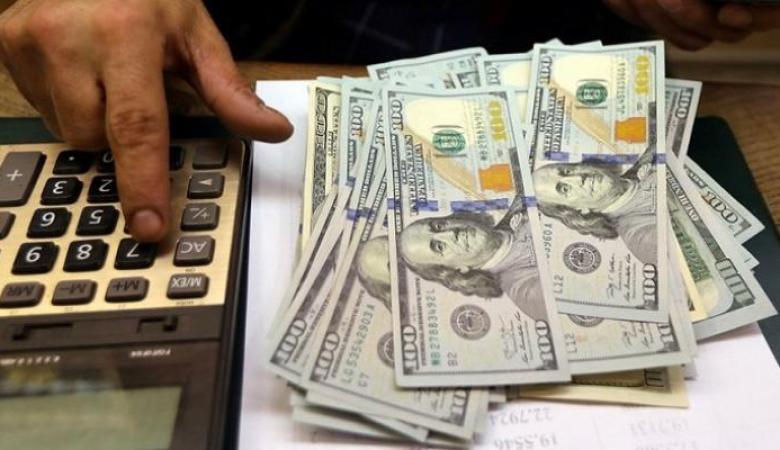 الدولار يتأرجح أمام الشيكل