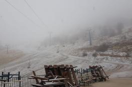 شاهد ..الثلوج تتساقط على جبل الشيخ