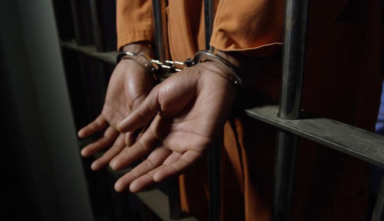 السجن لمدة عام بحق 3 متهمين خرقوا قانون الطوارئ