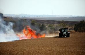 حرائق تشتعل في منطقة غلاف غزة جراء البالونات الحارقة