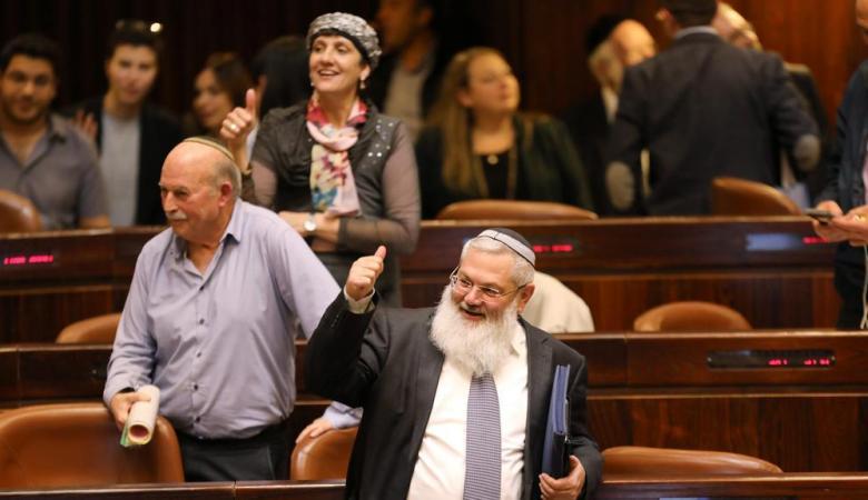 النواب العرب في الكنيست يمزقون قانون القومية العنصري