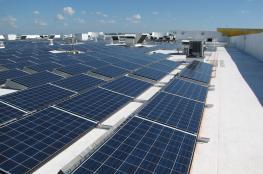 توقيع اتفاقية لربط 3 مدارس في قريتي المغير وبدرس بالطاقة الشمسية